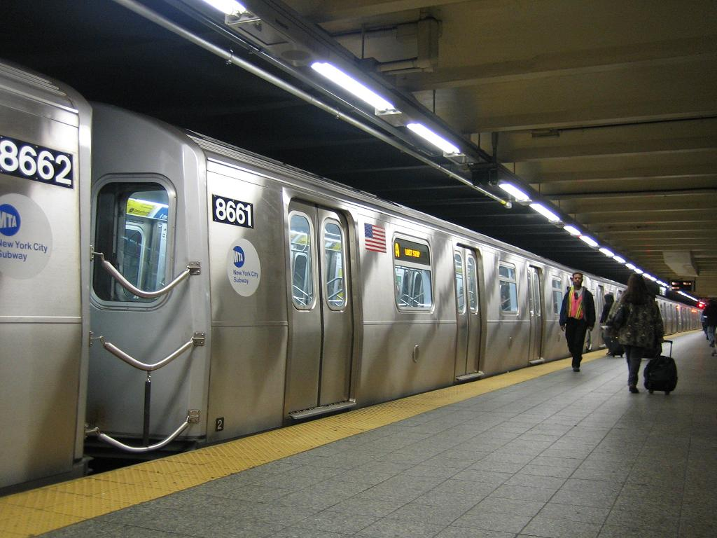 (116k, 1024x768)<br><b>Country:</b> United States<br><b>City:</b> New York<br><b>System:</b> New York City Transit<br><b>Line:</b> IND 8th Avenue Line<br><b>Location:</b> 207th Street<br><b>Route:</b> A<br><b>Car:</b> R-160A-2 (Alstom, 2005-2008, 5 car sets) 8661 <br><b>Photo by:</b> Michael Hodurski<br><b>Date:</b> 10/18/2006<br><b>Viewed (this week/total):</b> 1 / 5341