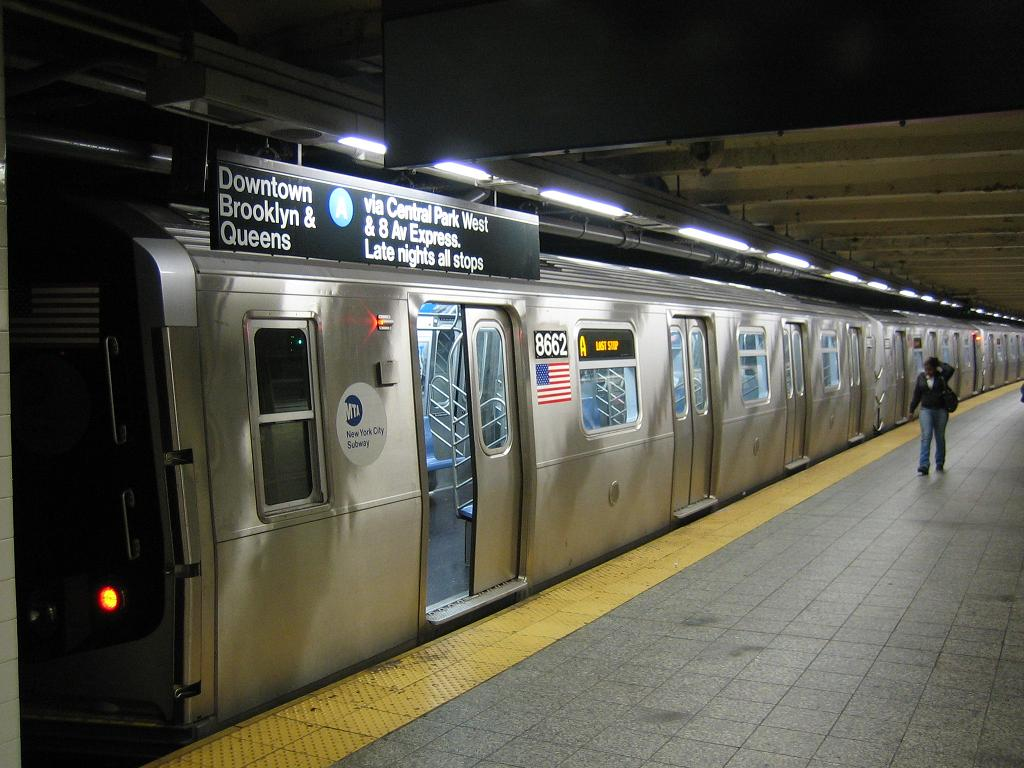 (117k, 1024x768)<br><b>Country:</b> United States<br><b>City:</b> New York<br><b>System:</b> New York City Transit<br><b>Line:</b> IND 8th Avenue Line<br><b>Location:</b> 207th Street <br><b>Route:</b> A<br><b>Car:</b> R-160A-2 (Alstom, 2005-2008, 5 car sets)  8662 <br><b>Photo by:</b> Michael Hodurski<br><b>Date:</b> 10/18/2006<br><b>Viewed (this week/total):</b> 4 / 4322