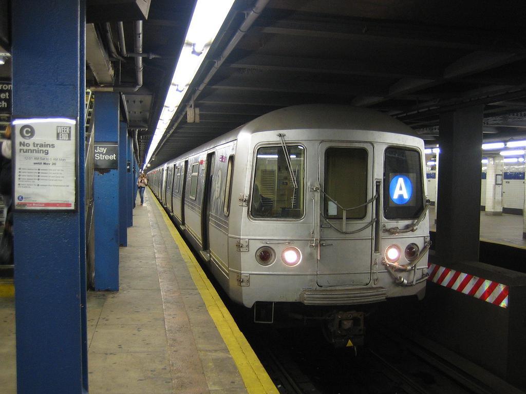 (108k, 1024x768)<br><b>Country:</b> United States<br><b>City:</b> New York<br><b>System:</b> New York City Transit<br><b>Line:</b> IND 8th Avenue Line<br><b>Location:</b> Jay St./Metrotech (Borough Hall) <br><b>Route:</b> A<br><b>Car:</b> R-44 (St. Louis, 1971-73) 5316 <br><b>Photo by:</b> Michael Hodurski<br><b>Date:</b> 10/18/2006<br><b>Viewed (this week/total):</b> 0 / 4571