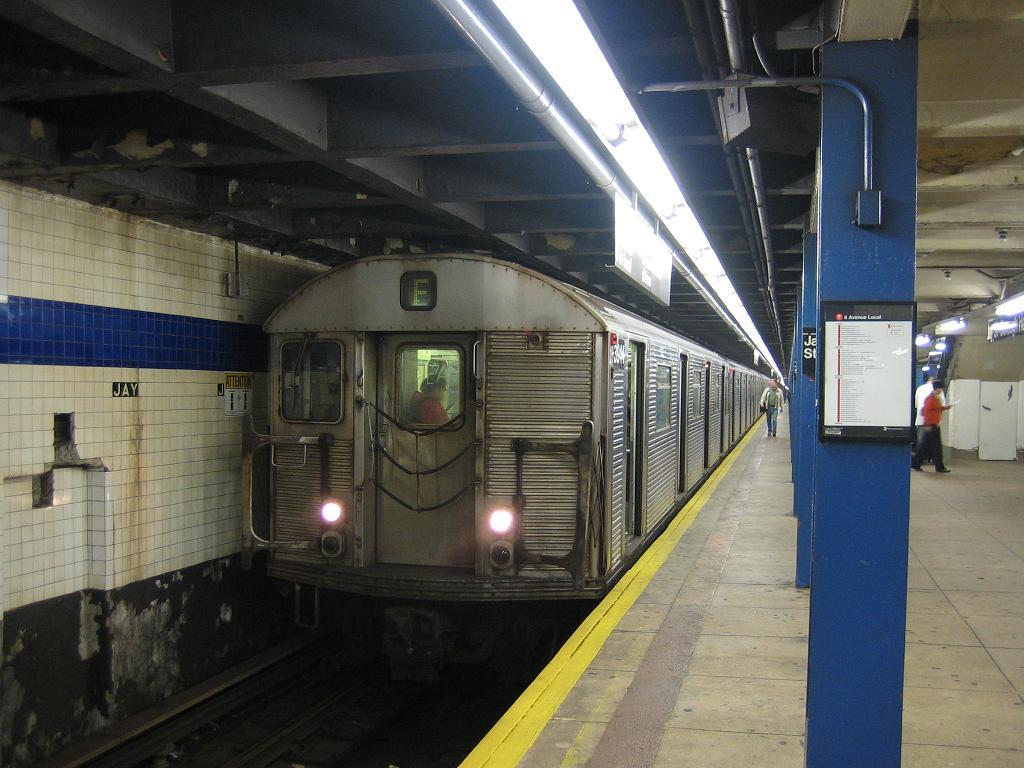 (116k, 1024x768)<br><b>Country:</b> United States<br><b>City:</b> New York<br><b>System:</b> New York City Transit<br><b>Line:</b> IND 8th Avenue Line<br><b>Location:</b> Jay St./Metrotech (Borough Hall) <br><b>Route:</b> F<br><b>Car:</b> R-32 (Budd, 1964)  3944 <br><b>Photo by:</b> Michael Hodurski<br><b>Date:</b> 10/18/2006<br><b>Viewed (this week/total):</b> 0 / 3473