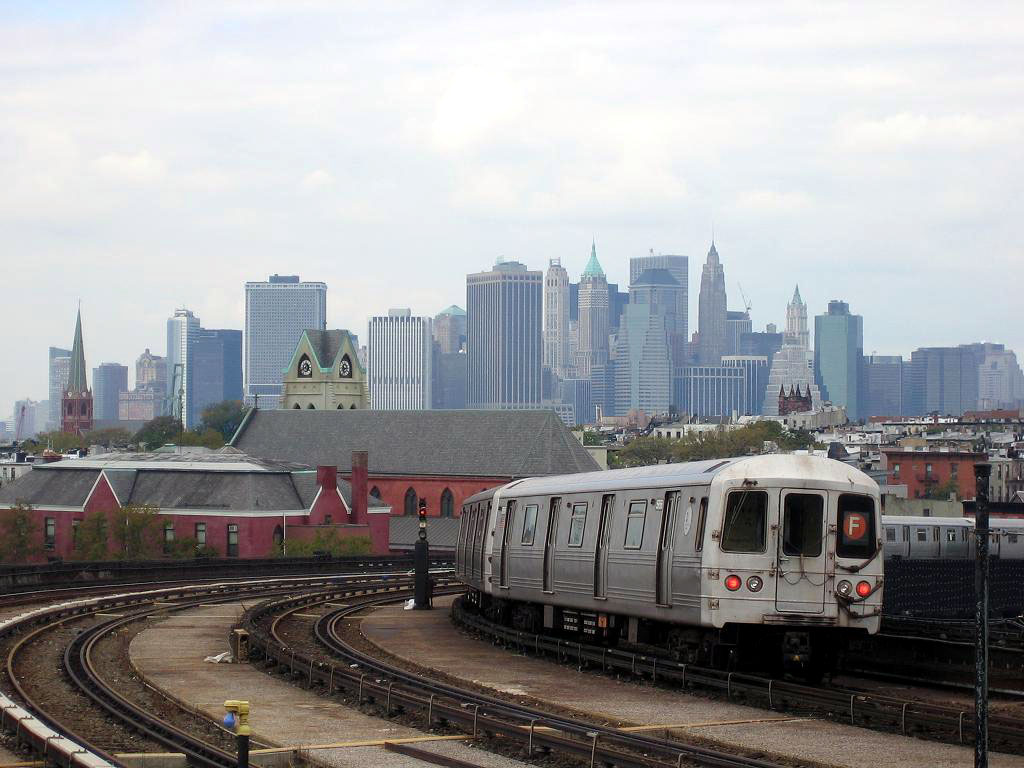 (156k, 1024x768)<br><b>Country:</b> United States<br><b>City:</b> New York<br><b>System:</b> New York City Transit<br><b>Line:</b> IND Crosstown Line<br><b>Location:</b> Smith/9th Street <br><b>Route:</b> F<br><b>Car:</b> R-46 (Pullman-Standard, 1974-75) 5956 <br><b>Photo by:</b> Michael Hodurski<br><b>Date:</b> 10/18/2006<br><b>Viewed (this week/total):</b> 3 / 2963