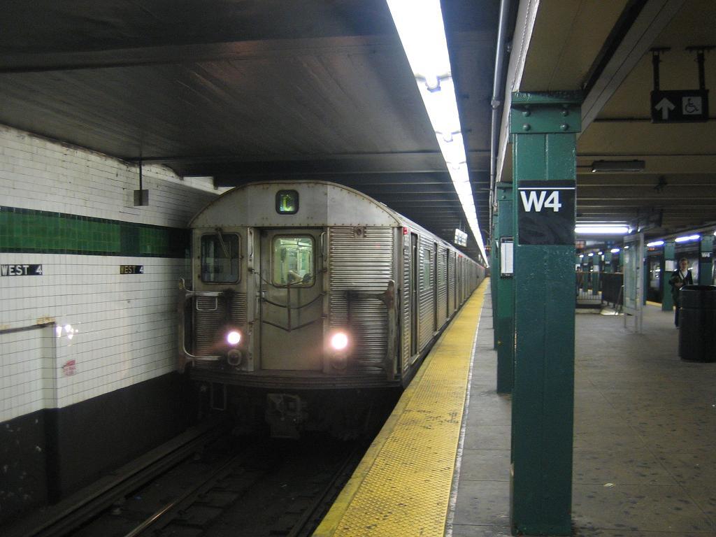 (103k, 1024x768)<br><b>Country:</b> United States<br><b>City:</b> New York<br><b>System:</b> New York City Transit<br><b>Line:</b> IND 8th Avenue Line<br><b>Location:</b> West 4th Street/Washington Square <br><b>Route:</b> C<br><b>Car:</b> R-32 (Budd, 1964)  3525 <br><b>Photo by:</b> Michael Hodurski<br><b>Date:</b> 10/18/2006<br><b>Viewed (this week/total):</b> 3 / 2807
