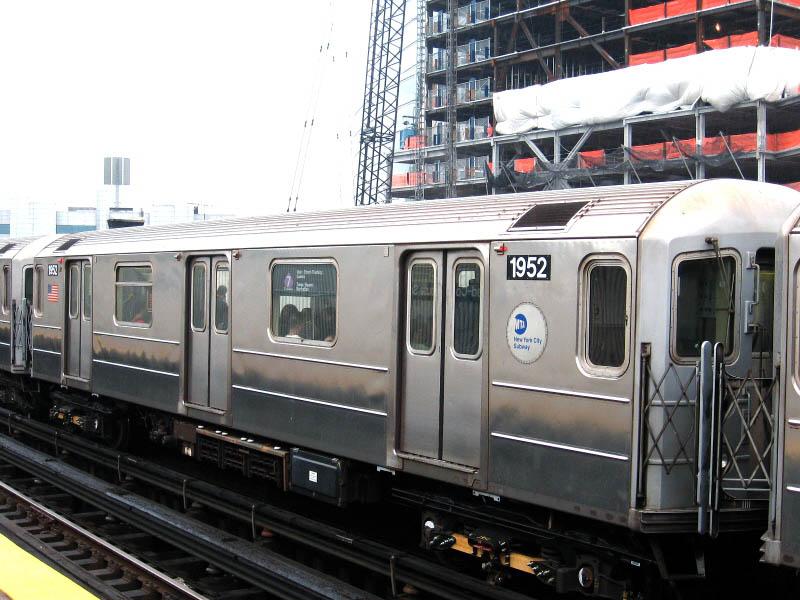 (112k, 800x600)<br><b>Country:</b> United States<br><b>City:</b> New York<br><b>System:</b> New York City Transit<br><b>Line:</b> IRT Flushing Line<br><b>Location:</b> Court House Square/45th Road <br><b>Route:</b> 7<br><b>Car:</b> R-62A (Bombardier, 1984-1987)  1952 <br><b>Photo by:</b> Gary Chatterton<br><b>Date:</b> 10/11/2006<br><b>Viewed (this week/total):</b> 0 / 2245