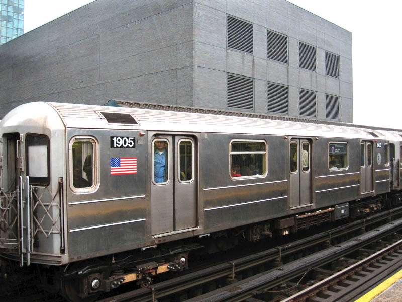 (110k, 800x600)<br><b>Country:</b> United States<br><b>City:</b> New York<br><b>System:</b> New York City Transit<br><b>Line:</b> IRT Flushing Line<br><b>Location:</b> Court House Square/45th Road <br><b>Route:</b> 7<br><b>Car:</b> R-62A (Bombardier, 1984-1987)  1905 <br><b>Photo by:</b> Gary Chatterton<br><b>Date:</b> 10/11/2006<br><b>Viewed (this week/total):</b> 0 / 2028
