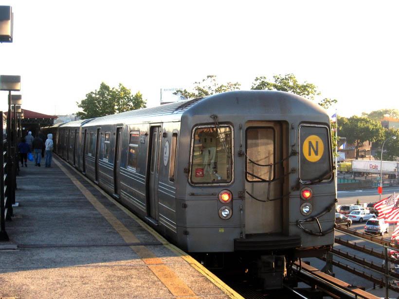 (106k, 820x615)<br><b>Country:</b> United States<br><b>City:</b> New York<br><b>System:</b> New York City Transit<br><b>Line:</b> BMT Astoria Line<br><b>Location:</b> Astoria Boulevard/Hoyt Avenue <br><b>Route:</b> N<br><b>Car:</b> R-68A (Kawasaki, 1988-1989)  5162 <br><b>Photo by:</b> Gary Chatterton<br><b>Date:</b> 10/14/2006<br><b>Viewed (this week/total):</b> 0 / 2229