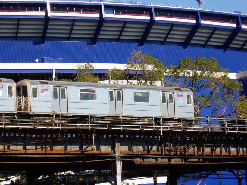 (143k, 820x615)<br><b>Country:</b> United States<br><b>City:</b> New York<br><b>System:</b> New York City Transit<br><b>Line:</b> IRT Flushing Line<br><b>Location:</b> Willets Point/Mets (fmr. Shea Stadium) <br><b>Route:</b> 7<br><b>Car:</b> R-62A (Bombardier, 1984-1987)  2093 <br><b>Photo by:</b> Gary Chatterton<br><b>Date:</b> 10/21/2006<br><b>Viewed (this week/total):</b> 1 / 2636