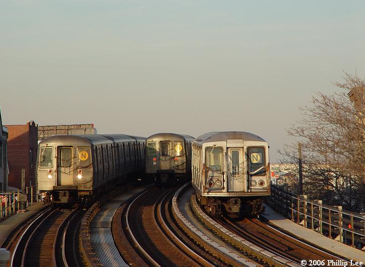 (66k, 724x531)<br><b>Country:</b> United States<br><b>City:</b> New York<br><b>System:</b> New York City Transit<br><b>Line:</b> BMT Astoria Line<br><b>Location:</b> 30th/Grand Aves. <br><b>Route:</b> N/W<br><b>Photo by:</b> Phillip Lee<br><b>Date:</b> 2/17/2006<br><b>Notes:</b> R68 and R40 slant.<br><b>Viewed (this week/total):</b> 0 / 1728