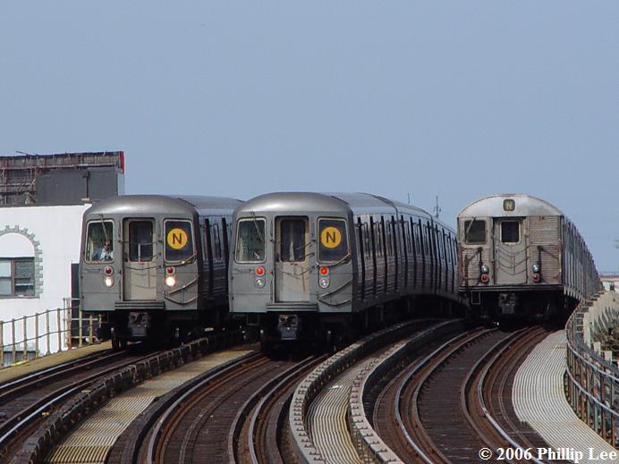 (55k, 692x519)<br><b>Country:</b> United States<br><b>City:</b> New York<br><b>System:</b> New York City Transit<br><b>Line:</b> BMT Astoria Line<br><b>Location:</b> 30th/Grand Aves. <br><b>Route:</b> N/W<br><b>Photo by:</b> Phillip Lee<br><b>Date:</b> 5/2/2006<br><b>Notes:</b> R68s and R32.<br><b>Viewed (this week/total):</b> 0 / 1864