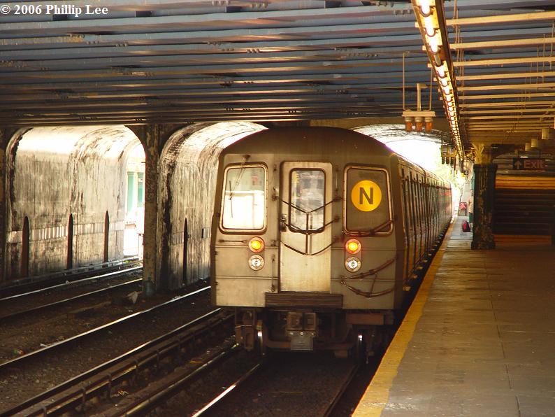 (93k, 794x596)<br><b>Country:</b> United States<br><b>City:</b> New York<br><b>System:</b> New York City Transit<br><b>Line:</b> BMT Sea Beach Line<br><b>Location:</b> 86th Street <br><b>Route:</b> N<br><b>Car:</b> R-68A (Kawasaki, 1988-1989)   <br><b>Photo by:</b> Phillip Lee<br><b>Date:</b> 8/17/2006<br><b>Viewed (this week/total):</b> 3 / 2743