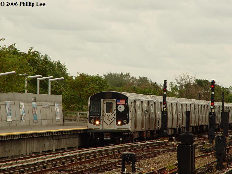 (83k, 794x596)<br><b>Country:</b> United States<br><b>City:</b> New York<br><b>System:</b> New York City Transit<br><b>Line:</b> IND Rockaway<br><b>Location:</b> Howard Beach <br><b>Route:</b> A<br><b>Car:</b> R-160A/R-160B Series (Number Unknown)  <br><b>Photo by:</b> Phillip Lee<br><b>Date:</b> 9/13/2006<br><b>Viewed (this week/total):</b> 0 / 4327