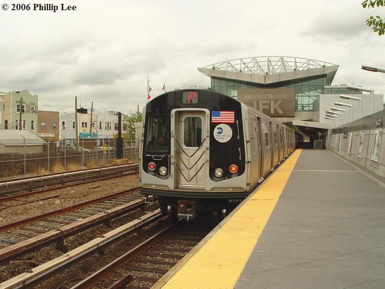 (93k, 794x596)<br><b>Country:</b> United States<br><b>City:</b> New York<br><b>System:</b> New York City Transit<br><b>Line:</b> IND Rockaway<br><b>Location:</b> Howard Beach <br><b>Route:</b> A<br><b>Car:</b> R-160A/R-160B Series (Number Unknown)  <br><b>Photo by:</b> Phillip Lee<br><b>Date:</b> 9/13/2006<br><b>Viewed (this week/total):</b> 0 / 4084