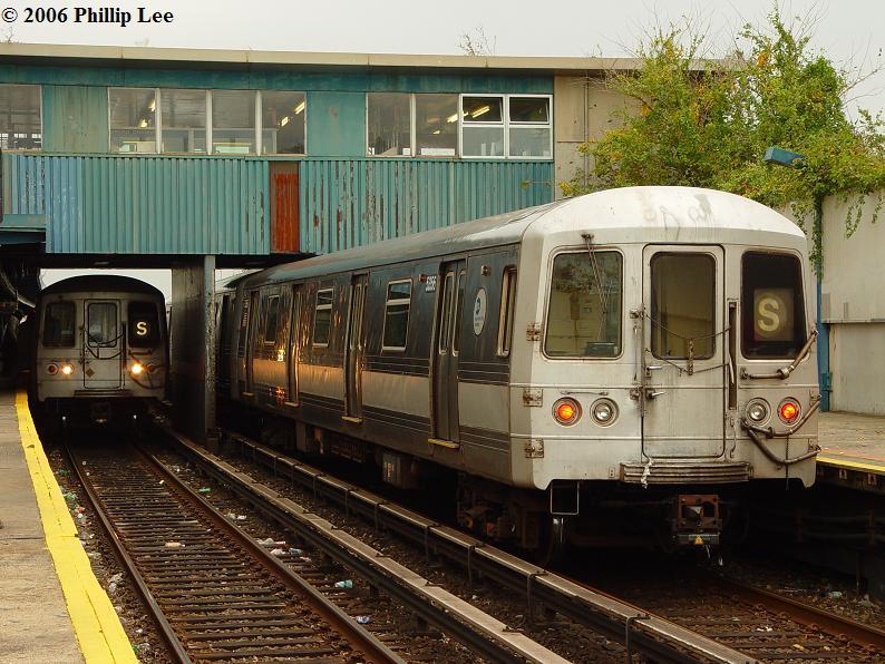 (107k, 794x596)<br><b>Country:</b> United States<br><b>City:</b> New York<br><b>System:</b> New York City Transit<br><b>Line:</b> IND Rockaway<br><b>Location:</b> Broad Channel <br><b>Route:</b> S<br><b>Car:</b> R-44 (St. Louis, 1971-73)  <br><b>Photo by:</b> Phillip Lee<br><b>Date:</b> 10/11/2006<br><b>Viewed (this week/total):</b> 1 / 3021