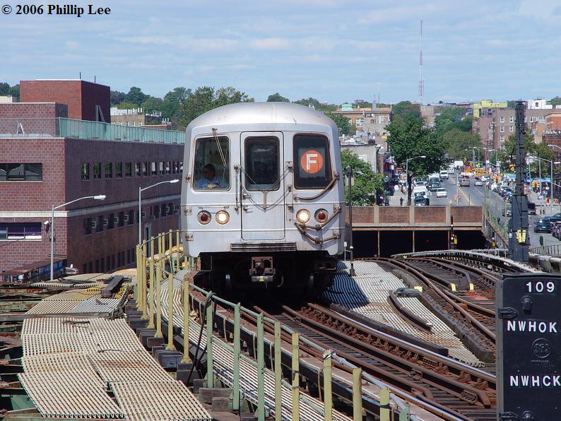 (124k, 794x596)<br><b>Country:</b> United States<br><b>City:</b> New York<br><b>System:</b> New York City Transit<br><b>Line:</b> BMT Culver Line<br><b>Location:</b> Ditmas Avenue <br><b>Route:</b> F<br><b>Car:</b> R-46 (Pullman-Standard, 1974-75)  <br><b>Photo by:</b> Phillip Lee<br><b>Date:</b> 9/11/2006<br><b>Viewed (this week/total):</b> 1 / 2730