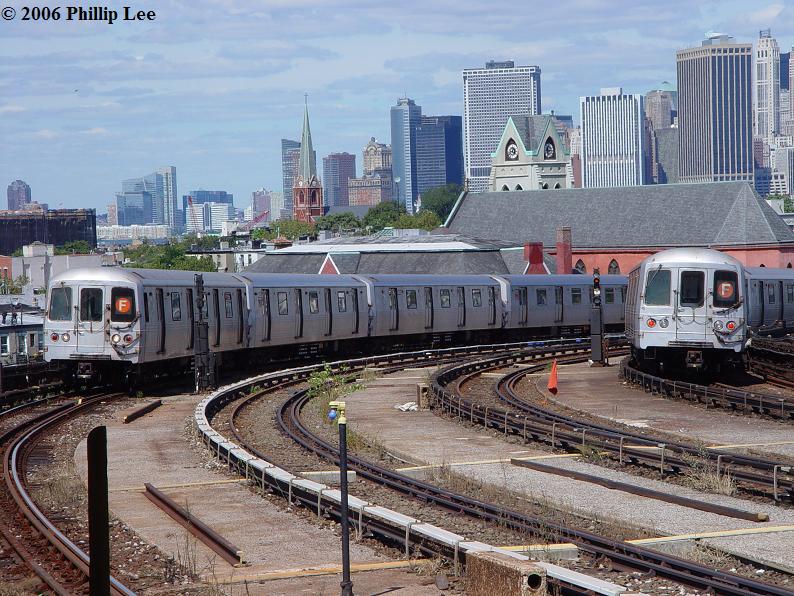 (120k, 794x596)<br><b>Country:</b> United States<br><b>City:</b> New York<br><b>System:</b> New York City Transit<br><b>Line:</b> IND Crosstown Line<br><b>Location:</b> Smith/9th Street <br><b>Route:</b> F<br><b>Car:</b> R-46 (Pullman-Standard, 1974-75)  <br><b>Photo by:</b> Phillip Lee<br><b>Date:</b> 9/11/2006<br><b>Viewed (this week/total):</b> 0 / 2675