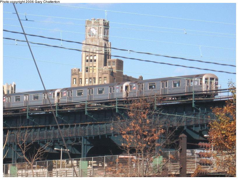 (131k, 820x620)<br><b>Country:</b> United States<br><b>City:</b> New York<br><b>System:</b> New York City Transit<br><b>Line:</b> IRT Flushing Line<br><b>Location:</b> Queensborough Plaza <br><b>Route:</b> 7<br><b>Car:</b> R-62A (Bombardier, 1984-1987)  1952 <br><b>Photo by:</b> Gary Chatterton<br><b>Date:</b> 11/4/2006<br><b>Notes:</b> East of Queensborough Plaza approaching 33rd St.<br><b>Viewed (this week/total):</b> 1 / 3225