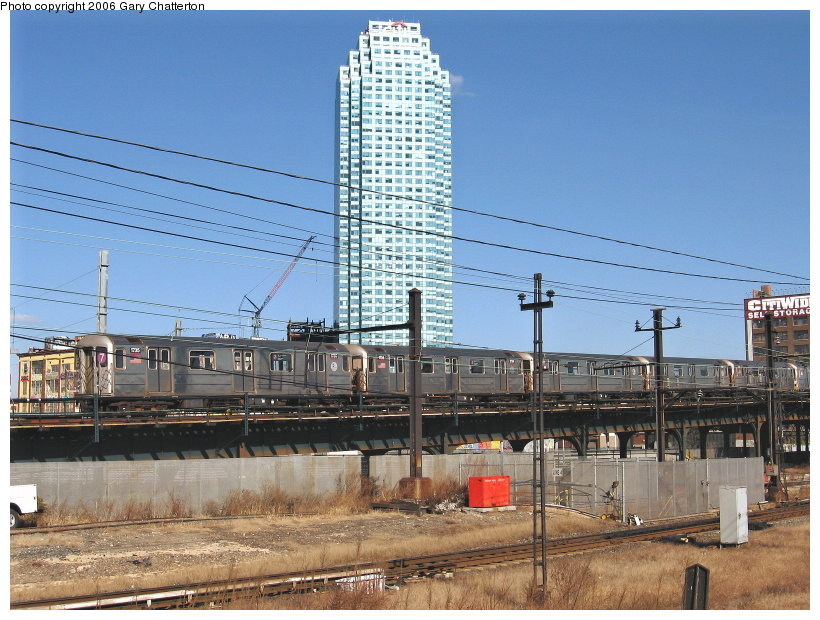 (139k, 820x620)<br><b>Country:</b> United States<br><b>City:</b> New York<br><b>System:</b> New York City Transit<br><b>Line:</b> IRT Flushing Line<br><b>Location:</b> Viaduct approach east of Hunterspoint Ave. <br><b>Route:</b> 7<br><b>Car:</b> R-62A (Bombardier, 1984-1987)  1735 <br><b>Photo by:</b> Gary Chatterton<br><b>Date:</b> 11/4/2006<br><b>Viewed (this week/total):</b> 0 / 2628