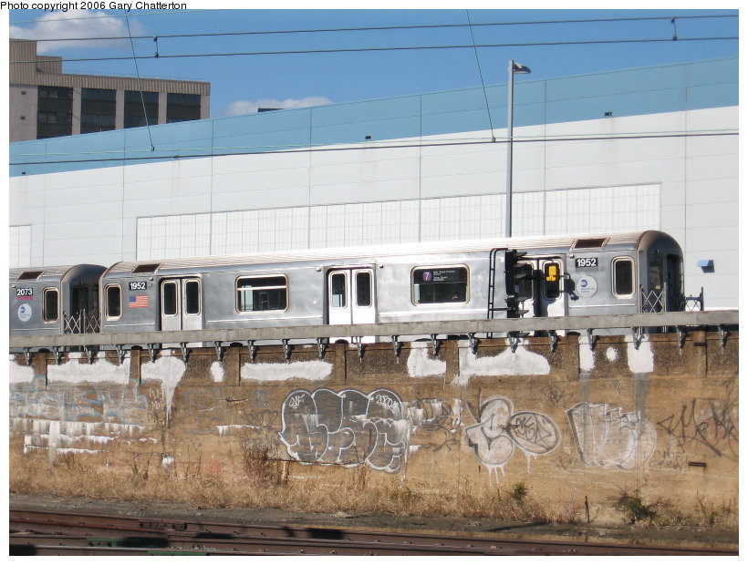 (124k, 820x620)<br><b>Country:</b> United States<br><b>City:</b> New York<br><b>System:</b> New York City Transit<br><b>Line:</b> IRT Flushing Line<br><b>Location:</b> Viaduct approach east of Hunterspoint Ave. <br><b>Route:</b> 7<br><b>Car:</b> R-62A (Bombardier, 1984-1987)  1952 <br><b>Photo by:</b> Gary Chatterton<br><b>Date:</b> 11/4/2006<br><b>Viewed (this week/total):</b> 2 / 3392
