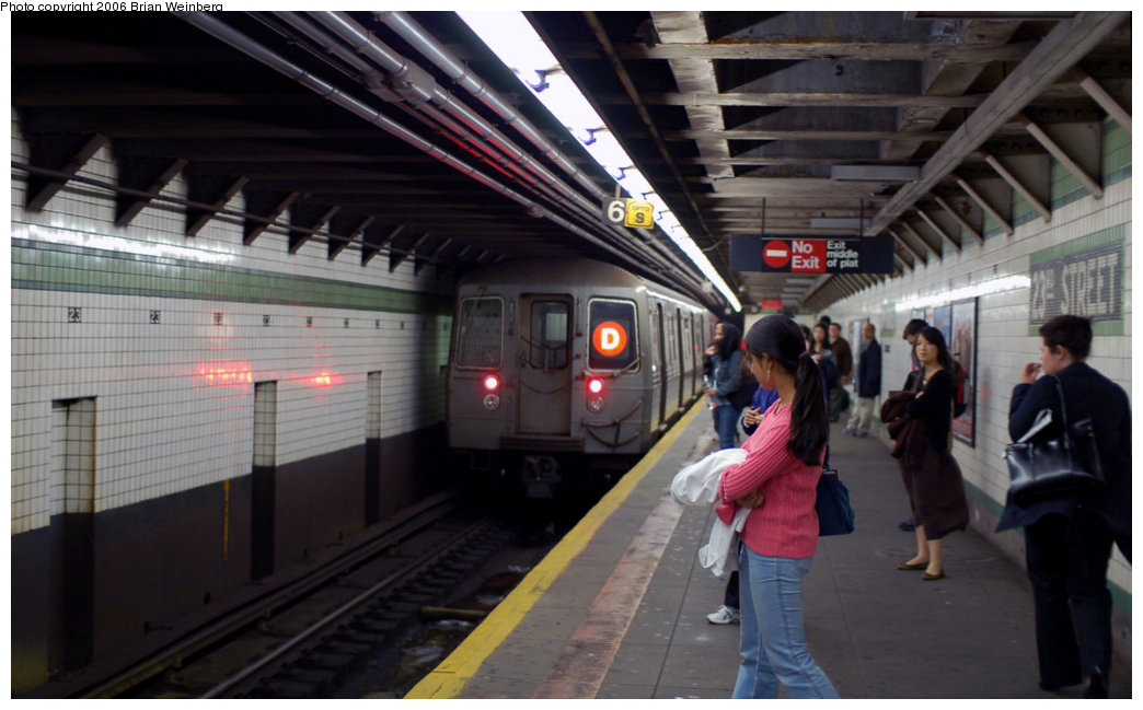 (162k, 1044x649)<br><b>Country:</b> United States<br><b>City:</b> New York<br><b>System:</b> New York City Transit<br><b>Line:</b> IND 6th Avenue Line<br><b>Location:</b> 23rd Street <br><b>Route:</b> D<br><b>Car:</b> R-68 (Westinghouse-Amrail, 1986-1988)  2684 <br><b>Photo by:</b> Brian Weinberg<br><b>Date:</b> 11/9/2006<br><b>Notes:</b> Express train on local track was in-service but did not stop.<br><b>Viewed (this week/total):</b> 1 / 4406