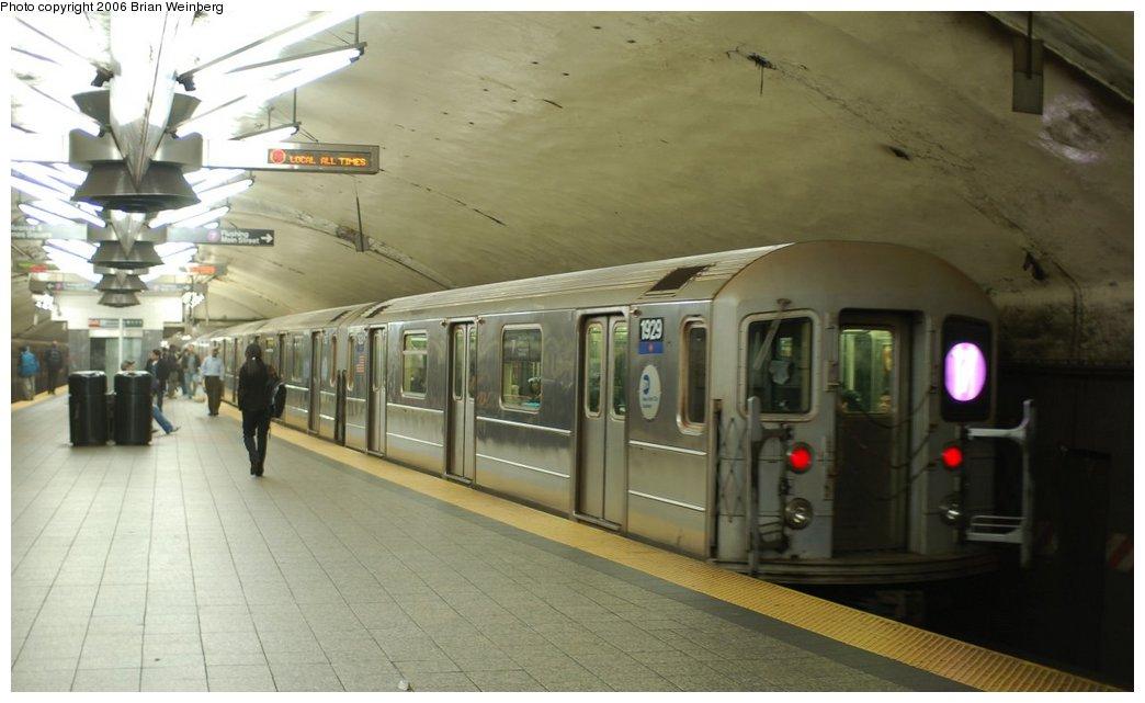 (170k, 1044x641)<br><b>Country:</b> United States<br><b>City:</b> New York<br><b>System:</b> New York City Transit<br><b>Line:</b> IRT Flushing Line<br><b>Location:</b> Grand Central <br><b>Route:</b> 7<br><b>Car:</b> R-62A (Bombardier, 1984-1987)  1929 <br><b>Photo by:</b> Brian Weinberg<br><b>Date:</b> 11/9/2006<br><b>Viewed (this week/total):</b> 3 / 3592