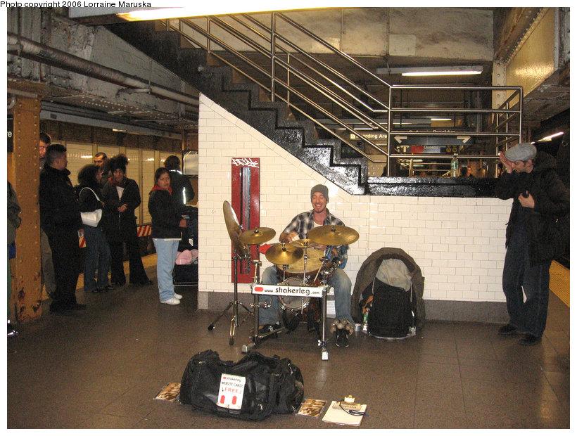 (194k, 820x620)<br><b>Country:</b> United States<br><b>City:</b> New York<br><b>System:</b> New York City Transit<br><b>Line:</b> BMT Canarsie Line<br><b>Location:</b> Union Square <br><b>Photo by:</b> Lorraine Maruska<br><b>Date:</b> 11/17/2006<br><b>Viewed (this week/total):</b> 3 / 2953