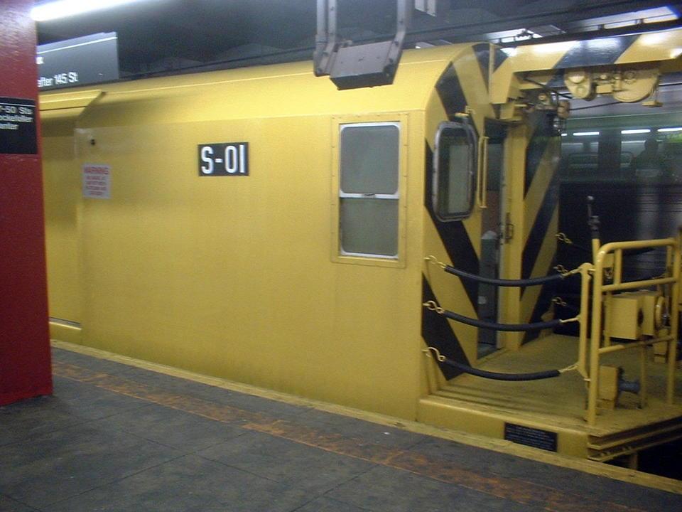 (97k, 960x720)<br><b>Country:</b> United States<br><b>City:</b> New York<br><b>System:</b> New York City Transit<br><b>Line:</b> IND 6th Avenue Line<br><b>Location:</b> 47-50th Street/Rockefeller Center <br><b>Route:</b> Work Service<br><b>Car:</b> R-74 Signal Supply (Fuji Heavy Industries, 1984)  01 <br><b>Photo by:</b> John Barnes<br><b>Date:</b> 5/13/2005<br><b>Viewed (this week/total):</b> 0 / 3383