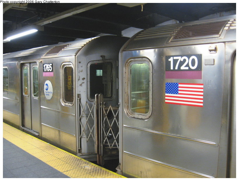 (103k, 820x620)<br><b>Country:</b> United States<br><b>City:</b> New York<br><b>System:</b> New York City Transit<br><b>Line:</b> IRT Flushing Line<br><b>Location:</b> Main Street/Flushing <br><b>Route:</b> 7<br><b>Car:</b> R-62A (Bombardier, 1984-1987)  1720/1765 <br><b>Photo by:</b> Gary Chatterton<br><b>Date:</b> 11/18/2006<br><b>Notes:</b> Exterior R62A cars showing location of full-width cab window of car with closed-up cab.<br><b>Viewed (this week/total):</b> 1 / 3484