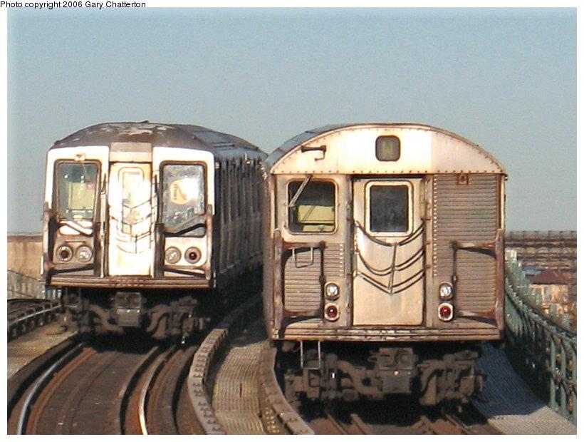 (107k, 820x620)<br><b>Country:</b> United States<br><b>City:</b> New York<br><b>System:</b> New York City Transit<br><b>Line:</b> BMT Astoria Line<br><b>Location:</b> 30th/Grand Aves. <br><b>Route:</b> N<br><b>Car:</b> R-32 (Budd, 1964)  3463 <br><b>Photo by:</b> Gary Chatterton<br><b>Date:</b> 11/21/2006<br><b>Notes:</b> With R40 4169<br><b>Viewed (this week/total):</b> 0 / 3673