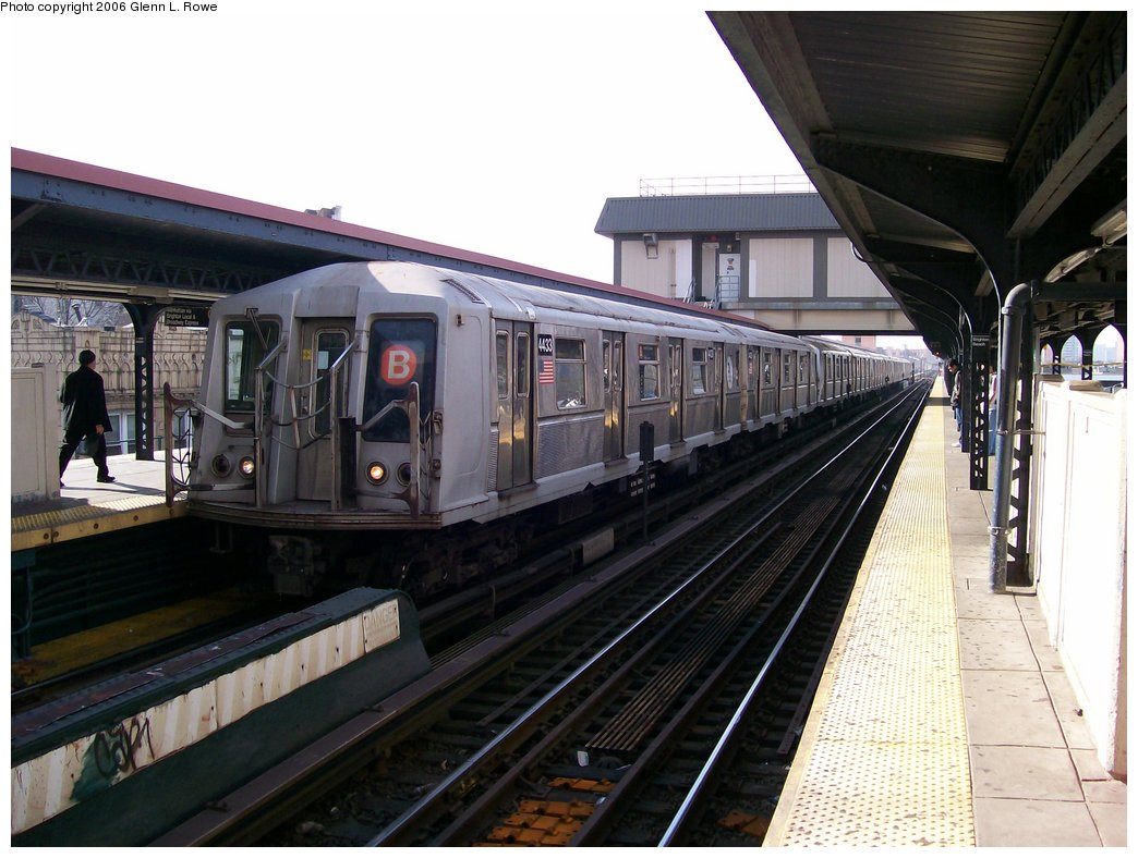 (167k, 1044x788)<br><b>Country:</b> United States<br><b>City:</b> New York<br><b>System:</b> New York City Transit<br><b>Line:</b> BMT Brighton Line<br><b>Location:</b> Brighton Beach <br><b>Route:</b> B<br><b>Car:</b> R-40 (St. Louis, 1968)  4433 <br><b>Photo by:</b> Glenn L. Rowe<br><b>Date:</b> 11/27/2006<br><b>Viewed (this week/total):</b> 7 / 3121
