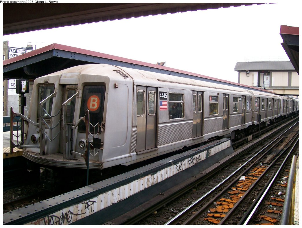 (188k, 1044x788)<br><b>Country:</b> United States<br><b>City:</b> New York<br><b>System:</b> New York City Transit<br><b>Line:</b> BMT Brighton Line<br><b>Location:</b> Brighton Beach <br><b>Route:</b> B<br><b>Car:</b> R-40 (St. Louis, 1968)  4445 <br><b>Photo by:</b> Glenn L. Rowe<br><b>Date:</b> 11/30/2006<br><b>Viewed (this week/total):</b> 2 / 3356