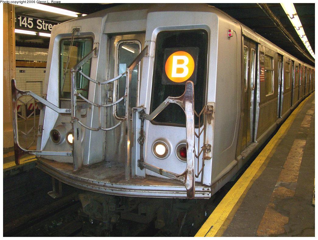 (282k, 1044x788)<br><b>Country:</b> United States<br><b>City:</b> New York<br><b>System:</b> New York City Transit<br><b>Line:</b> IND Concourse Line<br><b>Location:</b> 145th Street <br><b>Route:</b> B<br><b>Car:</b> R-40 (St. Louis, 1968)  4186 <br><b>Photo by:</b> Glenn L. Rowe<br><b>Date:</b> 11/30/2006<br><b>Viewed (this week/total):</b> 1 / 2629