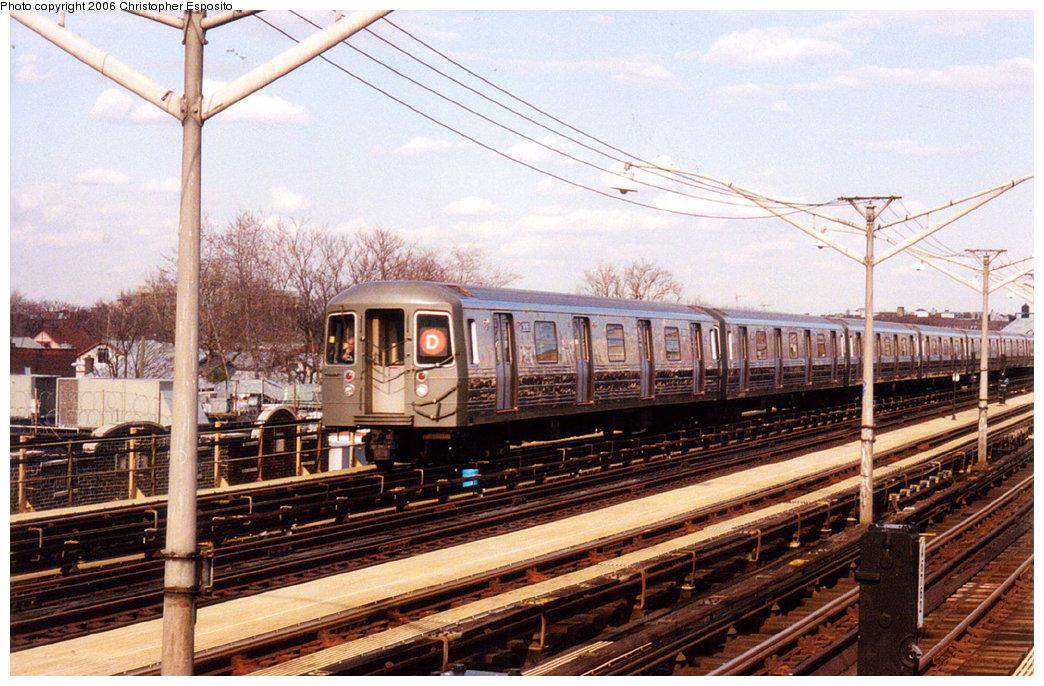 (232k, 1044x686)<br><b>Country:</b> United States<br><b>City:</b> New York<br><b>System:</b> New York City Transit<br><b>Line:</b> BMT Brighton Line<br><b>Location:</b> Ocean Parkway <br><b>Route:</b> D<br><b>Car:</b> R-68 (Westinghouse-Amrail, 1986-1988)   <br><b>Photo by:</b> Christopher Esposito<br><b>Date:</b> 2000<br><b>Viewed (this week/total):</b> 0 / 2971