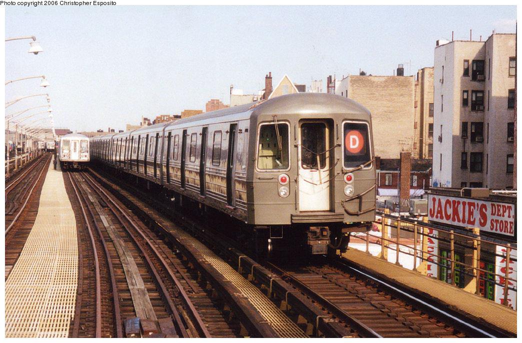 (215k, 1044x686)<br><b>Country:</b> United States<br><b>City:</b> New York<br><b>System:</b> New York City Transit<br><b>Line:</b> BMT Brighton Line<br><b>Location:</b> Ocean Parkway <br><b>Route:</b> D<br><b>Car:</b> R-68 (Westinghouse-Amrail, 1986-1988)   <br><b>Photo by:</b> Christopher Esposito<br><b>Date:</b> 2000<br><b>Viewed (this week/total):</b> 1 / 3926