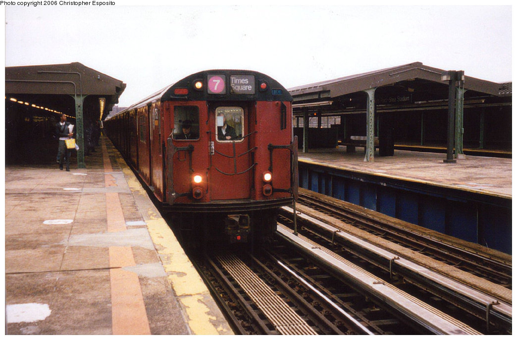 (178k, 1044x686)<br><b>Country:</b> United States<br><b>City:</b> New York<br><b>System:</b> New York City Transit<br><b>Line:</b> IRT Flushing Line<br><b>Location:</b> Willets Point/Mets (fmr. Shea Stadium) <br><b>Route:</b> 7<br><b>Car:</b> R-36 World's Fair (St. Louis, 1963-64) 9750 <br><b>Photo by:</b> Christopher Esposito<br><b>Date:</b> 2000<br><b>Viewed (this week/total):</b> 0 / 1736