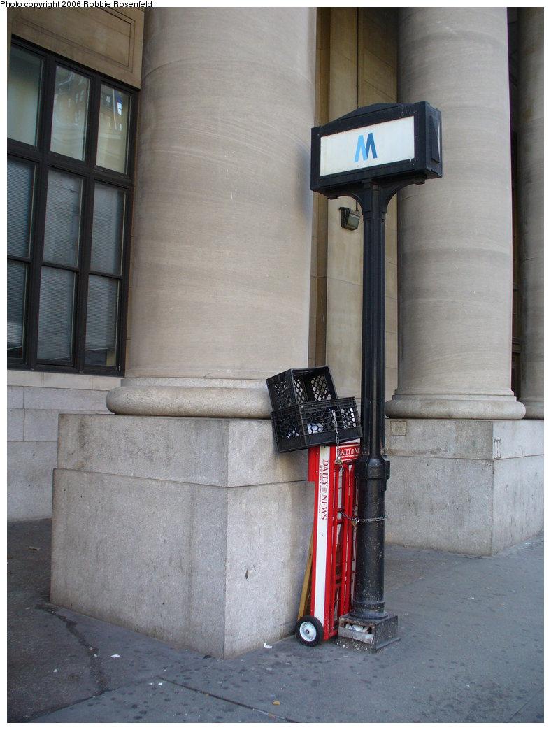 (161k, 788x1044)<br><b>Country:</b> United States<br><b>City:</b> New York<br><b>System:</b> New York City Transit<br><b>Line:</b> IRT Brooklyn Line<br><b>Location:</b> Borough Hall (East Side Branch) <br><b>Photo by:</b> Robbie Rosenfeld<br><b>Date:</b> 12/3/2006<br><b>Notes:</b> Entrance sign.<br><b>Viewed (this week/total):</b> 0 / 2556