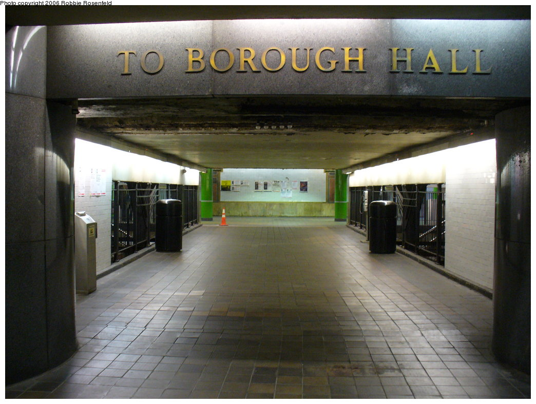 (186k, 1044x788)<br><b>Country:</b> United States<br><b>City:</b> New York<br><b>System:</b> New York City Transit<br><b>Line:</b> IRT Brooklyn Line<br><b>Location:</b> Borough Hall (East Side Branch) <br><b>Photo by:</b> Robbie Rosenfeld<br><b>Date:</b> 12/3/2006<br><b>Notes:</b> Passage over tracks.<br><b>Viewed (this week/total):</b> 0 / 3431