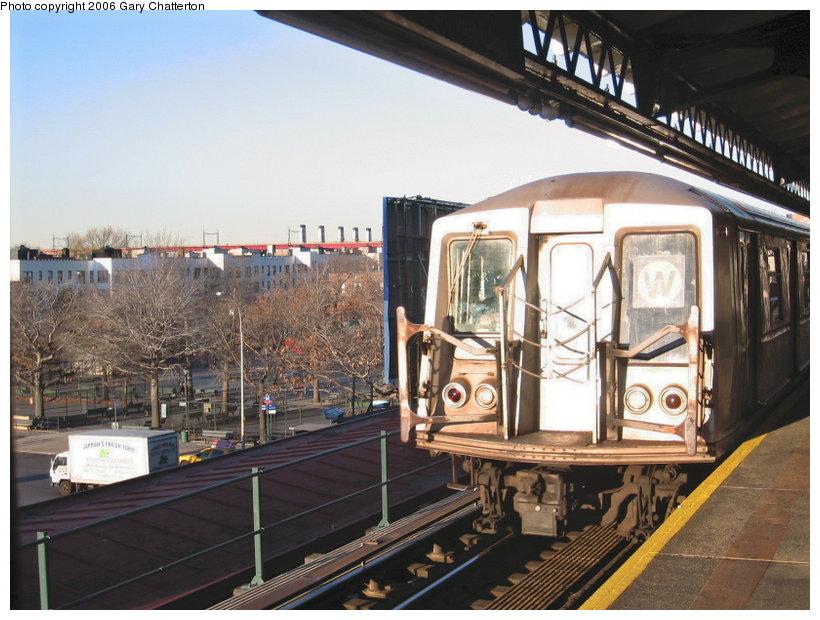 (124k, 820x620)<br><b>Country:</b> United States<br><b>City:</b> New York<br><b>System:</b> New York City Transit<br><b>Line:</b> BMT Astoria Line<br><b>Location:</b> Astoria Boulevard/Hoyt Avenue <br><b>Route:</b> W<br><b>Car:</b> R-40 (St. Louis, 1968)  4251 <br><b>Photo by:</b> Gary Chatterton<br><b>Date:</b> 11/21/2006<br><b>Viewed (this week/total):</b> 0 / 2472