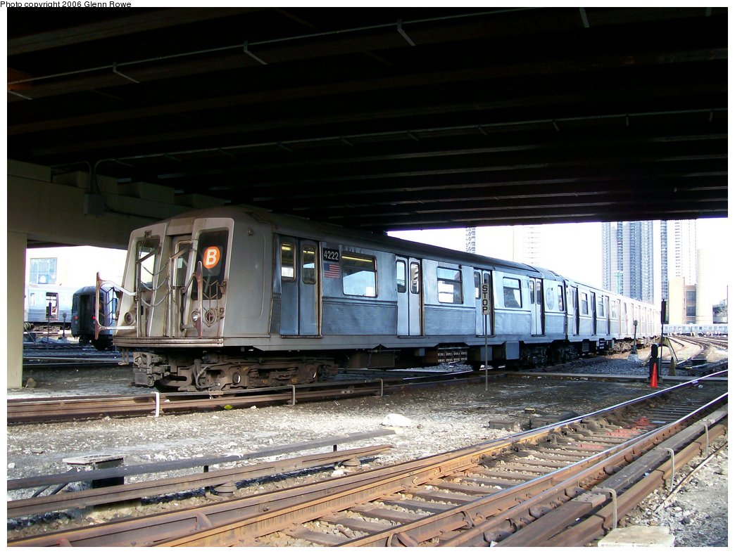 (189k, 1044x788)<br><b>Country:</b> United States<br><b>City:</b> New York<br><b>System:</b> New York City Transit<br><b>Location:</b> Concourse Yard<br><b>Car:</b> R-40 (St. Louis, 1968)  4222 <br><b>Photo by:</b> Glenn L. Rowe<br><b>Date:</b> 12/11/2006<br><b>Viewed (this week/total):</b> 3 / 4160