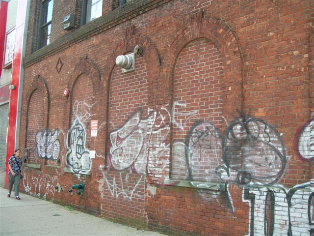 (84k, 640x480)<br><b>Country:</b> United States<br><b>City:</b> New York<br><b>System:</b> New York City Transit<br><b>Line:</b> BMT Nassau Street/Jamaica Line<br><b>Location:</b> 121st Street <br><b>Photo by:</b> Joe Grillo<br><b>Date:</b> 9/10/2006<br><b>Notes:</b> Substation at 121st & Jamaica. Bricked-up arch windows.<br><b>Viewed (this week/total):</b> 4 / 2098