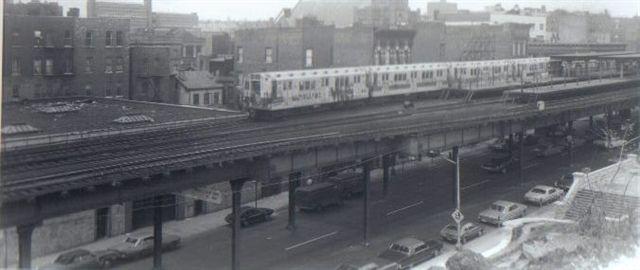 (28k, 640x270)<br><b>Country:</b> United States<br><b>City:</b> New York<br><b>System:</b> New York City Transit<br><b>Line:</b> 3rd Avenue El<br><b>Location:</b> Tremont Avenue<br><b>Collection of:</b> Vic Gordon<br><b>Date:</b> 1973<br><b>Viewed (this week/total):</b> 1 / 2714