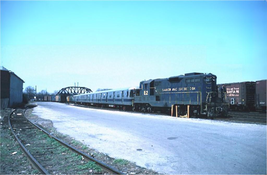 (118k, 1024x672)<br><b>Country:</b> United States<br><b>City:</b> New York<br><b>System:</b> New York City Transit<br><b>Location:</b> LIRR/NY & Atlantic RR Fresh Pond Yard <br><b>Car:</b> R-46 (Pullman-Standard, 1974-75)  <br><b>Photo by:</b> Steve Zabel<br><b>Collection of:</b> Joe Testagrose<br><b>Date:</b> 4/23/1975<br><b>Notes:</b> Bangor & Aroostook GP7/9 leading a train of R46 cars being delivered.<br><b>Viewed (this week/total):</b> 4 / 3379