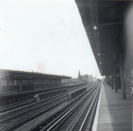 (30k, 451x441)<br><b>Country:</b> United States<br><b>City:</b> New York<br><b>System:</b> New York City Transit<br><b>Line:</b> BMT Astoria Line<br><b>Location:</b> 30th/Grand Aves. <br><b>Collection of:</b> Vic Gordon<br><b>Notes:</b> View looking south.<br><b>Viewed (this week/total):</b> 0 / 1658