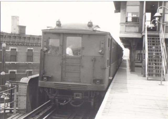 (38k, 640x454)<br><b>Country:</b> United States<br><b>City:</b> New York<br><b>System:</b> New York City Transit<br><b>Line:</b> BMT Myrtle Avenue Line<br><b>Location:</b> Broadway/Myrtle Avenue (Upper Level) <br><b>Car:</b> BMT Q  <br><b>Collection of:</b> Vic Gordon<br><b>Date:</b> 1969<br><b>Viewed (this week/total):</b> 1 / 6683