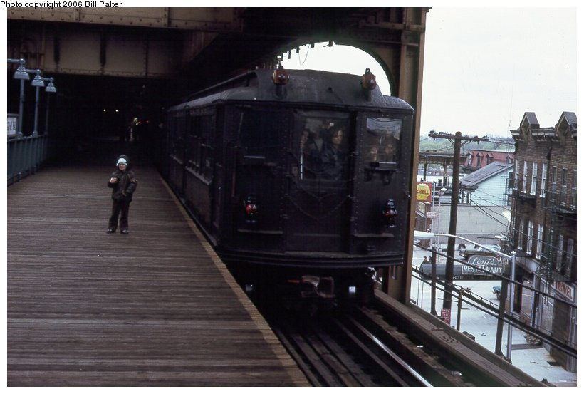 (83k, 820x553)<br><b>Country:</b> United States<br><b>City:</b> New York<br><b>System:</b> New York City Transit<br><b>Line:</b> 3rd Avenue El<br><b>Location:</b> Gun Hill Road <br><b>Car:</b> Low-V (Museum Train) 5290 <br><b>Photo by:</b> Kenneth Palter<br><b>Collection of:</b> Bill Palter<br><b>Date:</b> 5/1973<br><b>Notes:</b> Gun Hill Road lower level.<br><b>Viewed (this week/total):</b> 0 / 2475