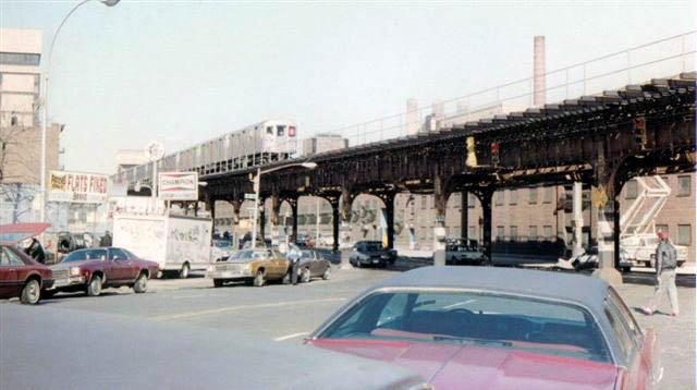 (53k, 640x358)<br><b>Country:</b> United States<br><b>City:</b> New York<br><b>System:</b> New York City Transit<br><b>Line:</b> IRT West Side Line<br><b>Location:</b> 215th Street <br><b>Route:</b> 6<br><b>Car:</b> R-62A (Bombardier, 1984-1987)   <br><b>Collection of:</b> Vic Gordon<br><b>Date:</b> 1992<br><b>Notes:</b> IRT Broadway line next to 207th St Shop- Broadway Bridge in distance.<br><b>Viewed (this week/total):</b> 6 / 4983
