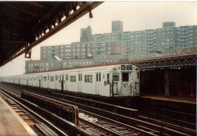 (49k, 640x442)<br><b>Country:</b> United States<br><b>City:</b> New York<br><b>System:</b> New York City Transit<br><b>Line:</b> IRT Pelham Line<br><b>Location:</b> Buhre Avenue <br><b>Route:</b> 6<br><b>Collection of:</b> Vic Gordon<br><b>Notes:</b> 1980s<br><b>Viewed (this week/total):</b> 1 / 2084