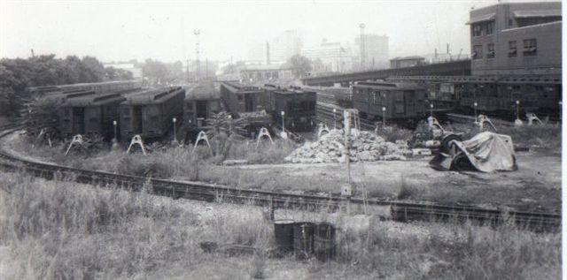 (37k, 640x317)<br><b>Country:</b> United States<br><b>City:</b> New York<br><b>System:</b> New York City Transit<br><b>Location:</b> Westchester Yard<br><b>Collection of:</b> Vic Gordon<br><b>Date:</b> 1970<br><b>Notes:</b> Westchester Yard, east side.<br><b>Viewed (this week/total):</b> 3 / 1673
