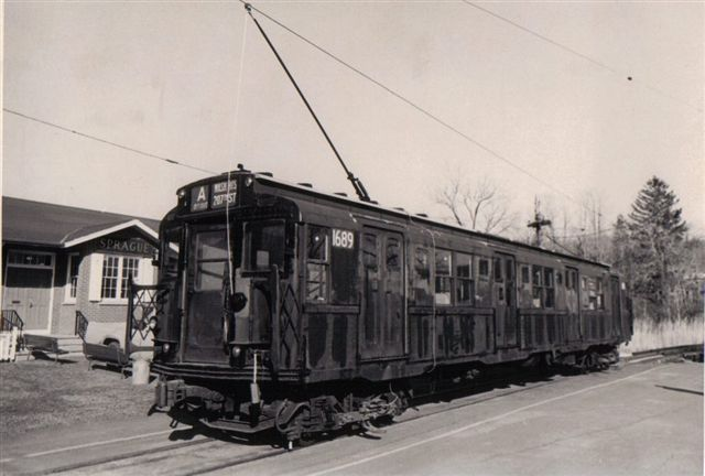 (42k, 640x432)<br><b>Country:</b> United States<br><b>City:</b> East Haven/Branford, Ct.<br><b>System:</b> Shore Line Trolley Museum <br><b>Car:</b> R-9 (American Car & Foundry, 1940)  1689 <br><b>Collection of:</b> Vic Gordon<br><b>Date:</b> 1974<br><b>Notes:</b> R9 1689 outside Sprague Station at Shore Line Trolley Museum.<br><b>Viewed (this week/total):</b> 1 / 1784