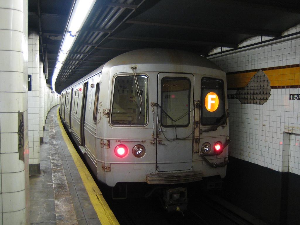 (106k, 1024x768)<br><b>Country:</b> United States<br><b>City:</b> New York<br><b>System:</b> New York City Transit<br><b>Line:</b> IND Crosstown Line<br><b>Location:</b> 15th Street/Prospect Park <br><b>Route:</b> F<br><b>Car:</b> R-46 (Pullman-Standard, 1974-75) 5544 <br><b>Photo by:</b> Michael Hodurski<br><b>Date:</b> 10/31/2006<br><b>Viewed (this week/total):</b> 0 / 2440