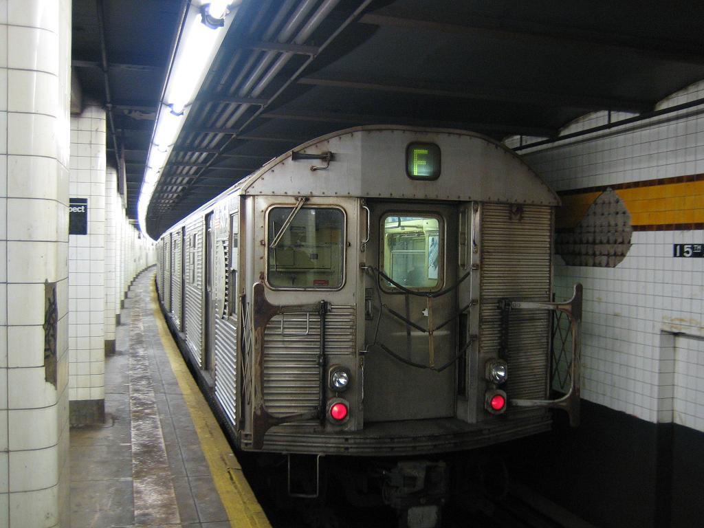 (108k, 1024x768)<br><b>Country:</b> United States<br><b>City:</b> New York<br><b>System:</b> New York City Transit<br><b>Line:</b> IND Crosstown Line<br><b>Location:</b> 15th Street/Prospect Park <br><b>Route:</b> F<br><b>Car:</b> R-32 (Budd, 1964)  3x37 <br><b>Photo by:</b> Michael Hodurski<br><b>Date:</b> 12/10/2006<br><b>Viewed (this week/total):</b> 0 / 2824