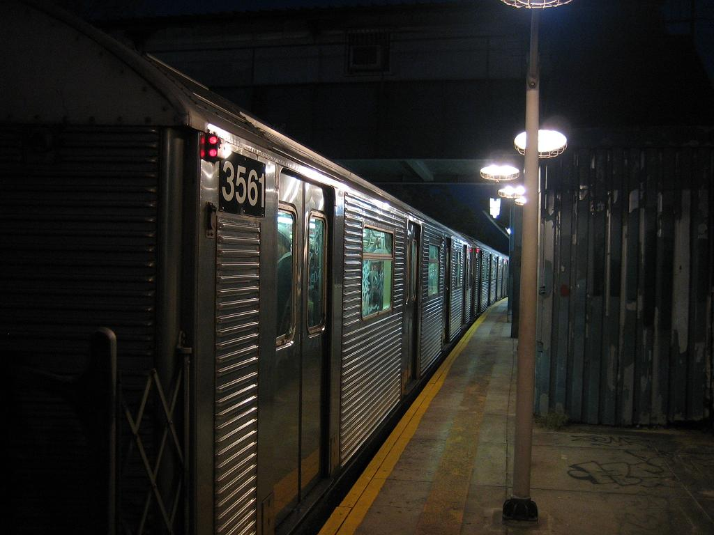 (99k, 1024x768)<br><b>Country:</b> United States<br><b>City:</b> New York<br><b>System:</b> New York City Transit<br><b>Line:</b> BMT Sea Beach Line<br><b>Location:</b> 8th Avenue <br><b>Route:</b> N<br><b>Car:</b> R-32 (Budd, 1964)  3561 <br><b>Photo by:</b> Michael Hodurski<br><b>Date:</b> 10/26/2006<br><b>Viewed (this week/total):</b> 1 / 2318